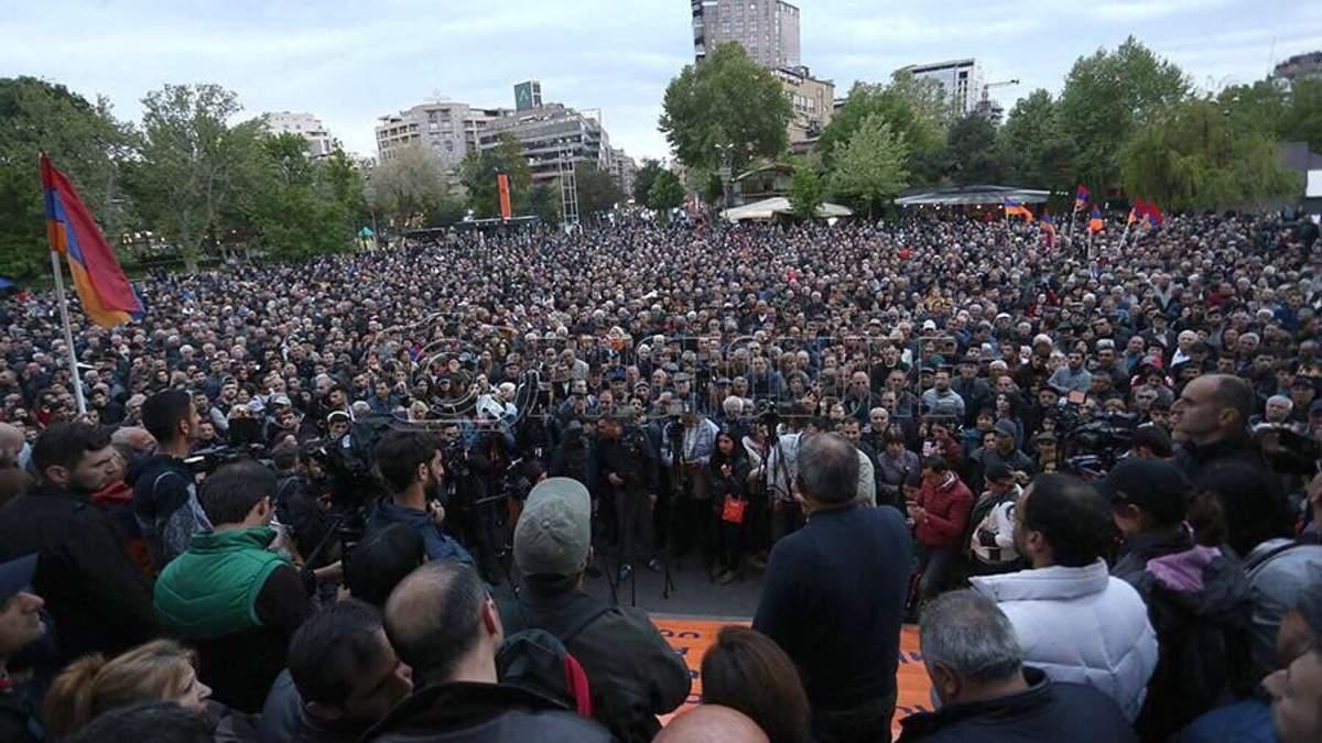 Протесты в Армении: демонстранты ворвались в редакцию радио (видео событий)