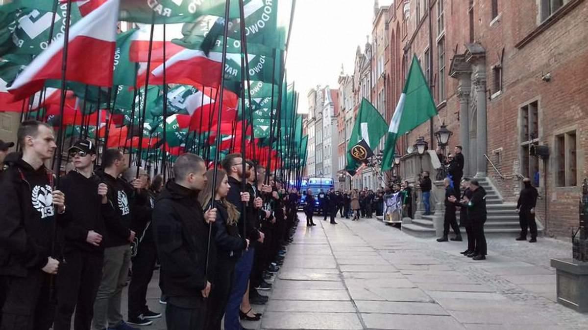 """""""Найдем кий на левацкую рожу"""" – в Польше прошел многотысячный марш ультраправой организации"""