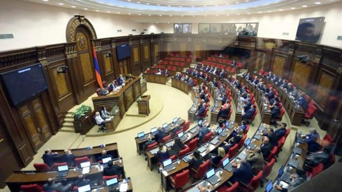 Уряд Вірменії пішов у відставку
