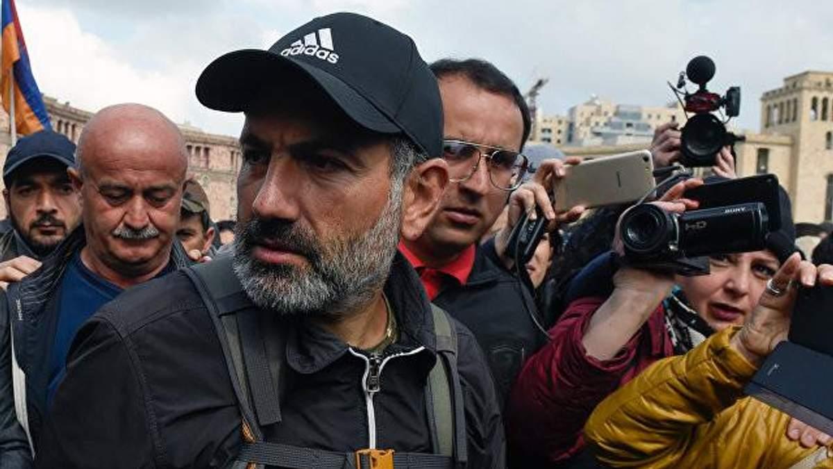 Лідер опозиції та протестів у Єревані Нікол Пашинян хоче очолити тимчасовий уряд