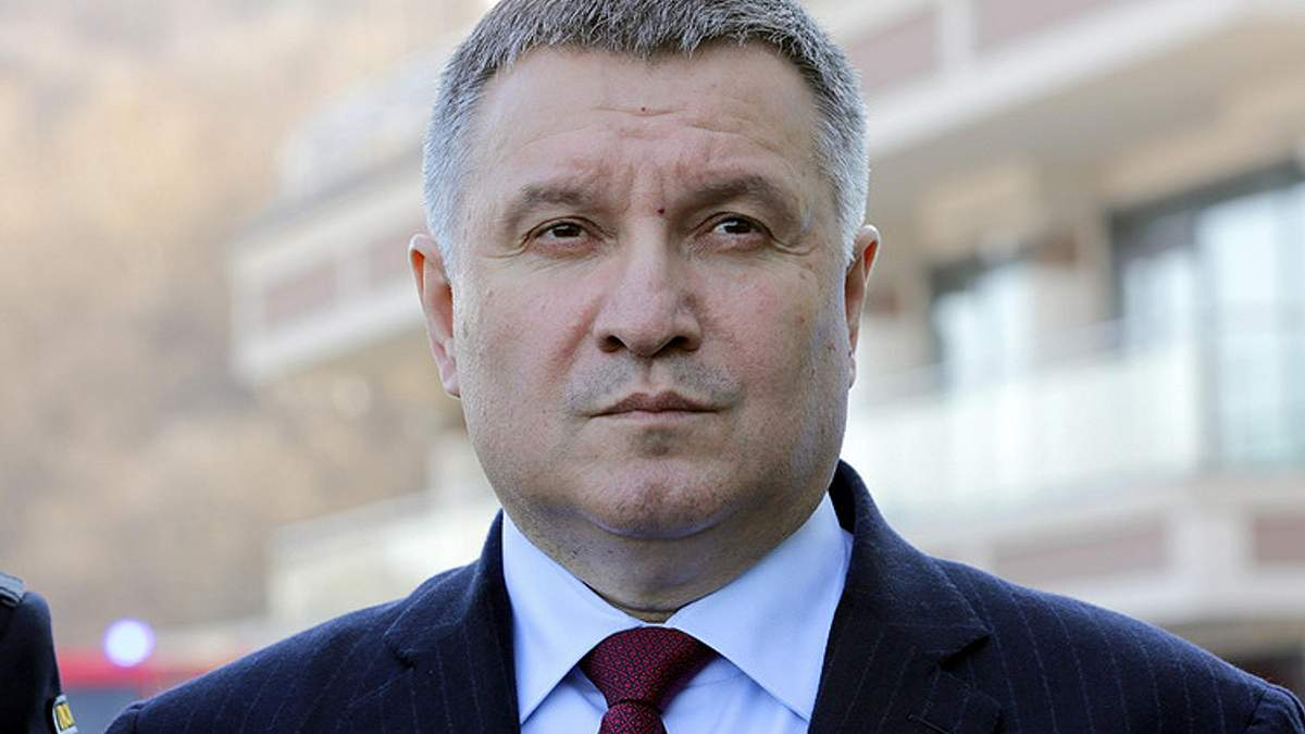 Аваков резко осудил националистов, которые выгнали ромов с Лысой горы в Киеве