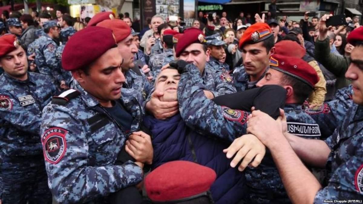 """Експерт розповів, коли Росія """"введе війська"""" у Вірменію"""