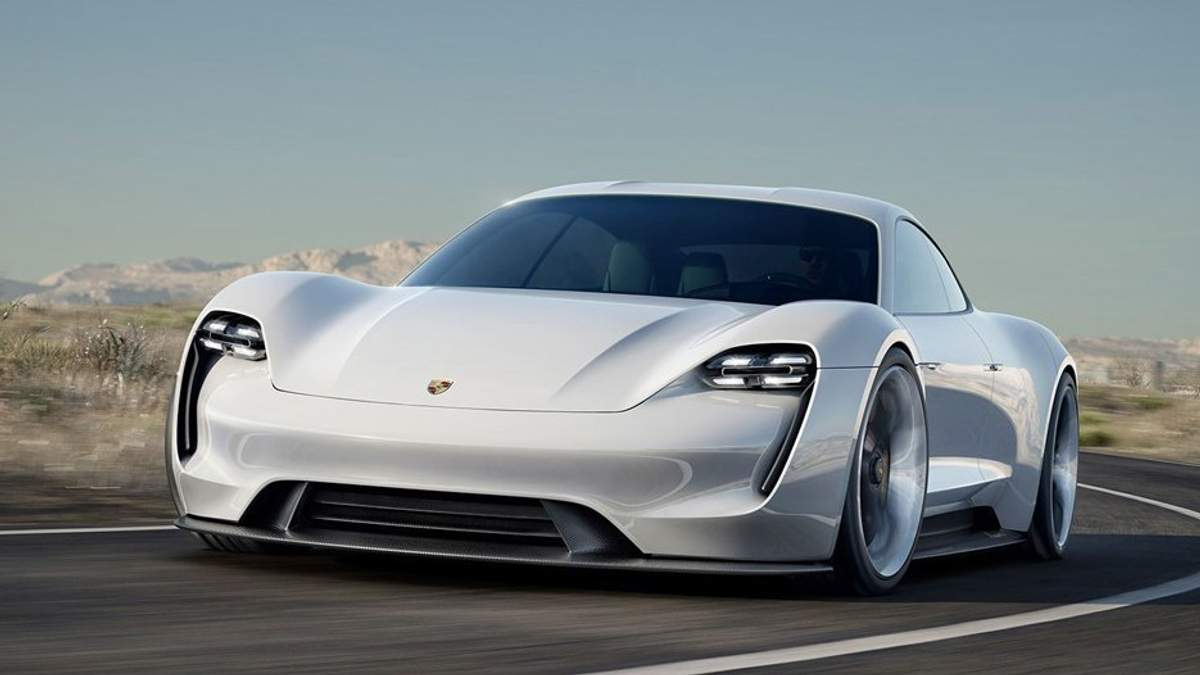 Porsche за полгода продал больше машин, чем Lamborghini за всю свою историю