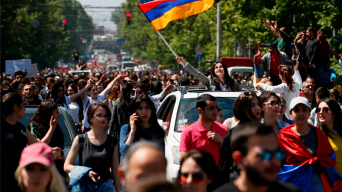 В Армении возобновились протесты: участники перекрыли автодорогу между Ереваном и аэропортом