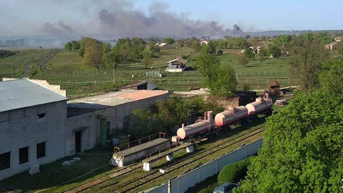 Інтенсивність вибухів у Балаклії зменшилася, гасіння пожежі триває