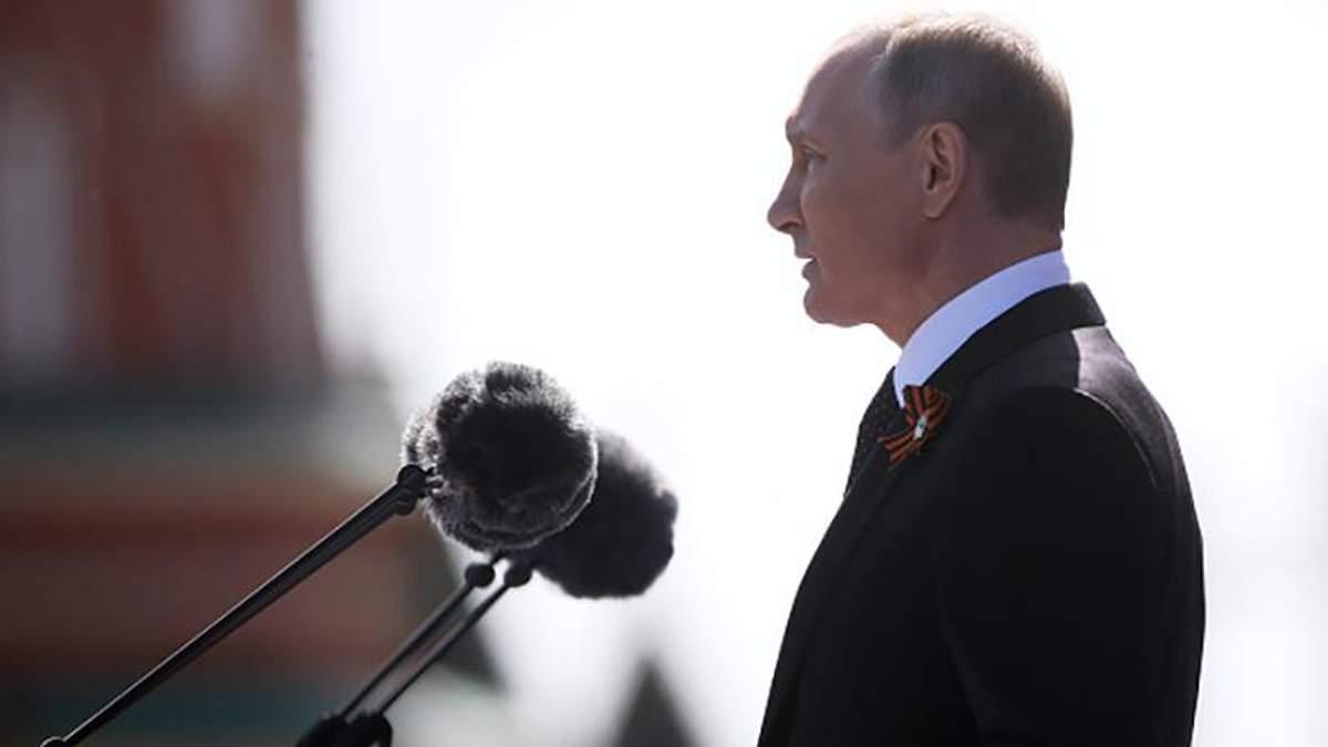 Владимир Путин во время парада победы в Москве