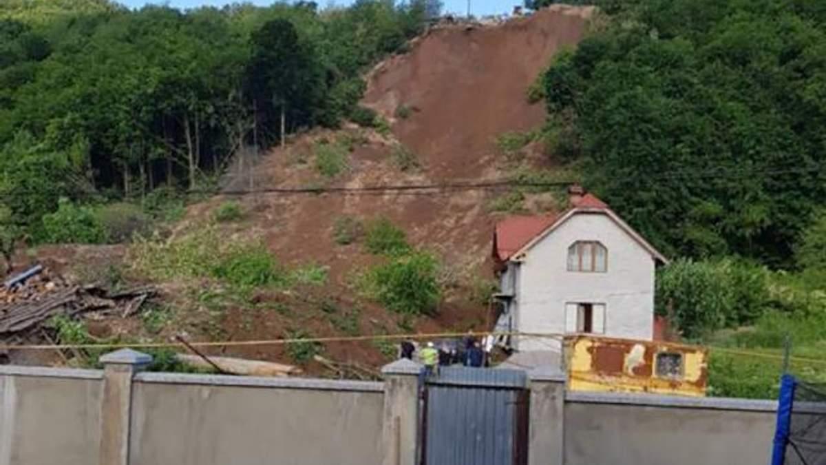 На Закарпатье произошел оползень: есть значительные разрушения