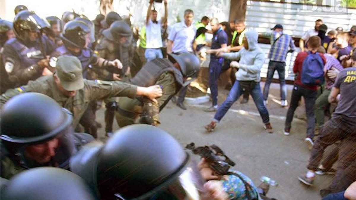 """Скандал с """"Интером"""": в полиции отреагировали на избиение журналиста возле дома Левочкина"""