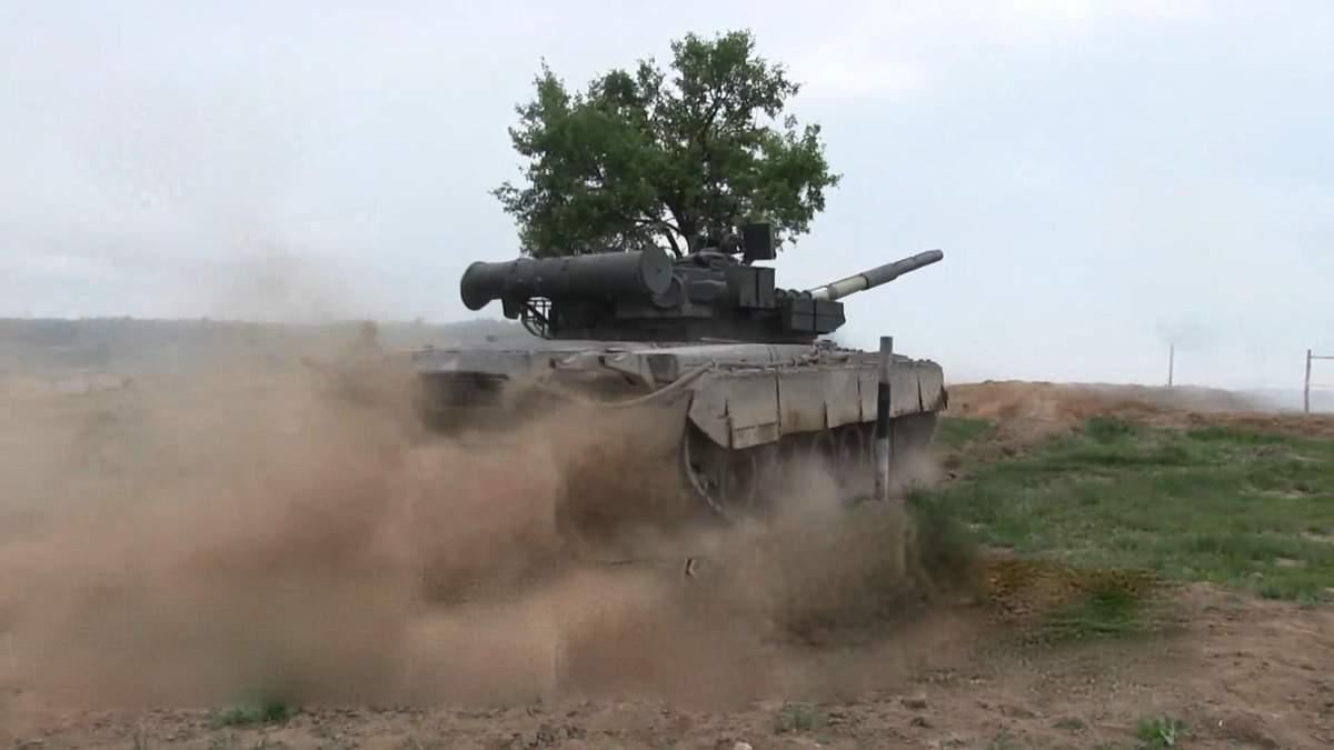 Дым, стрельба и сорокатонный танк: в Житомирской области начались военные учения