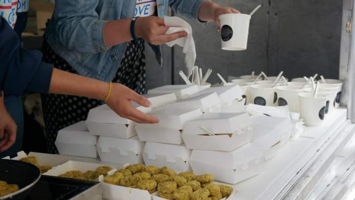 У Брюсселі українські студенти відкрили фуд-трак із їжею часів Голодомору