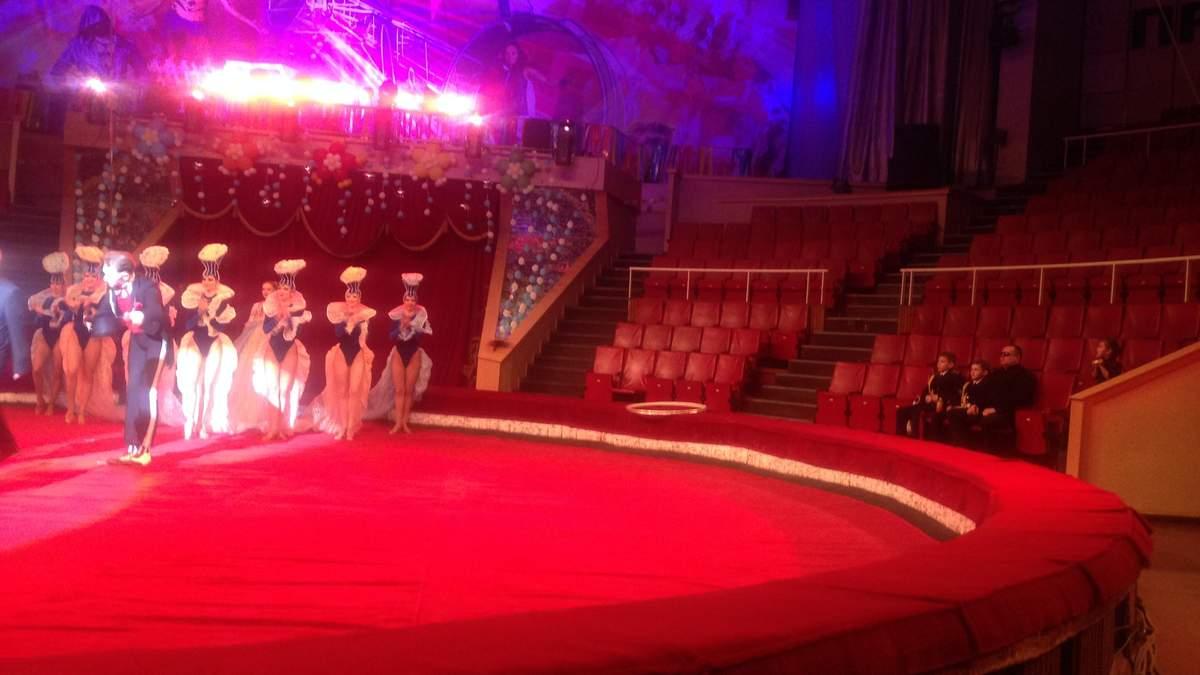 Полупустой цирк в Луганске