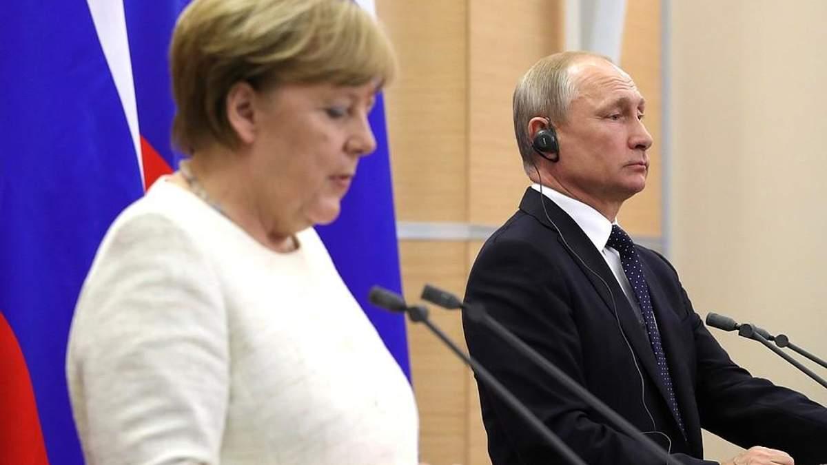 "Путин обсудил уз Меркель ""нормандский формат"""