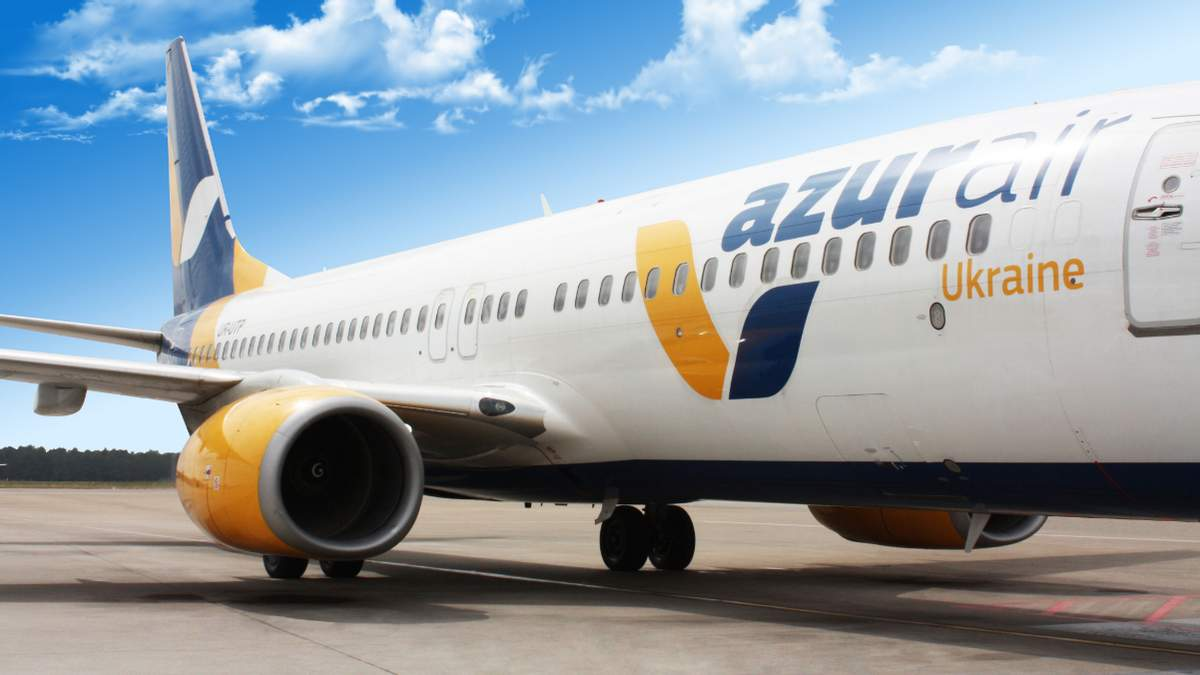 Літак Azur Air Ukraine