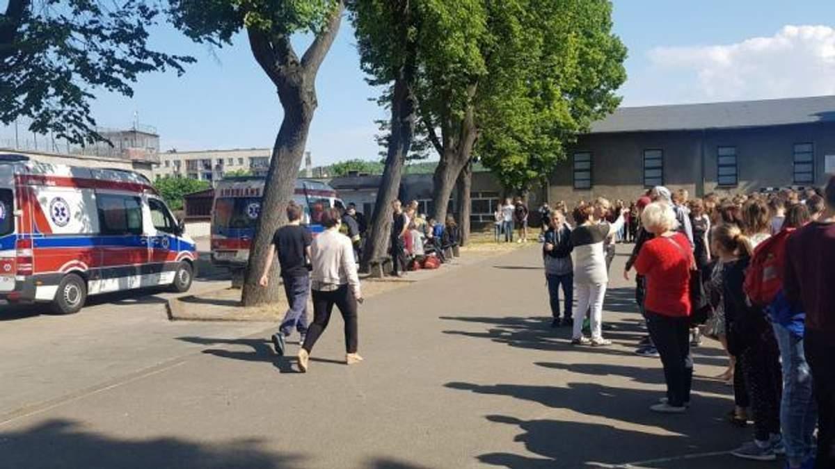 В польській школі розпилили невідому речовину: 17 учнів госпіталізували