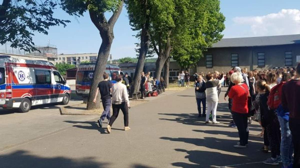 300 учеников эвакуировали из школы в Польше