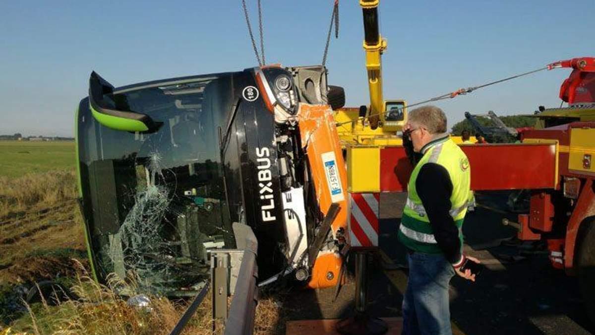 В Италии перевернулся автобус: 26 человек пострадали