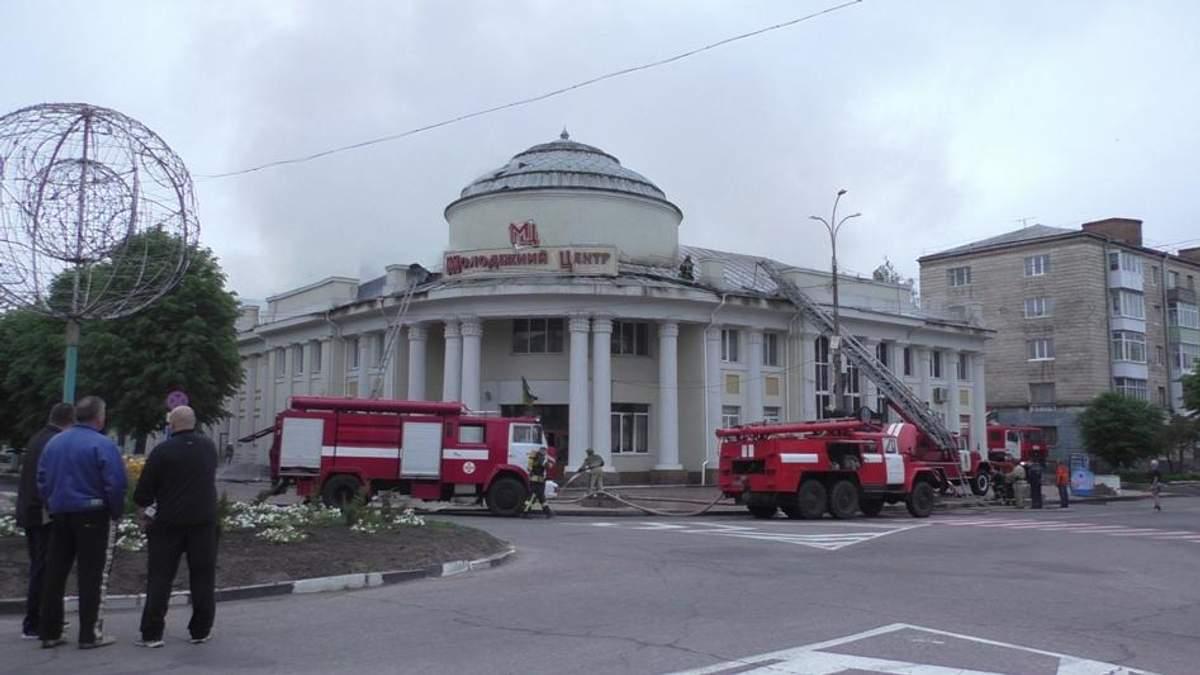 На Житомирщині горів молодіжний центр: вогонь перекинувся з пивної ресторації