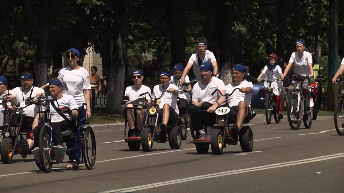 Ветераны, которых искалечила война с Россией, приняли участие в масштабном велопробеге: фото