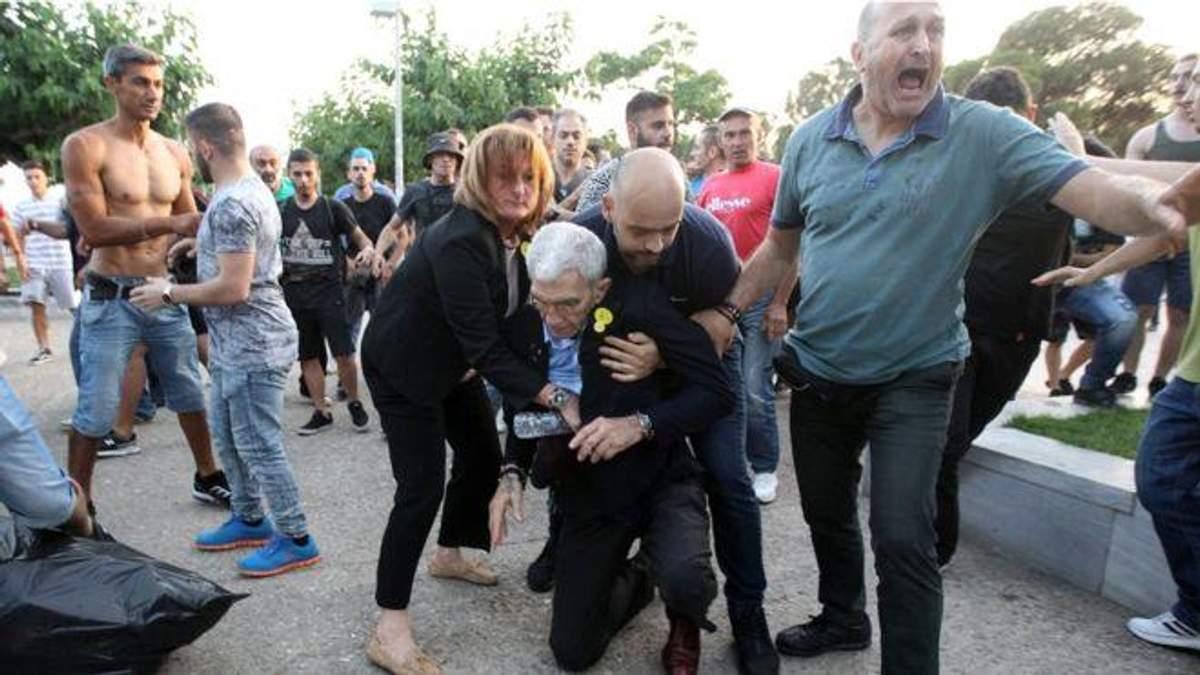 У грецькому місті Салоніки ультраправі побили 75-річного мера міста Яніса Бутаріса