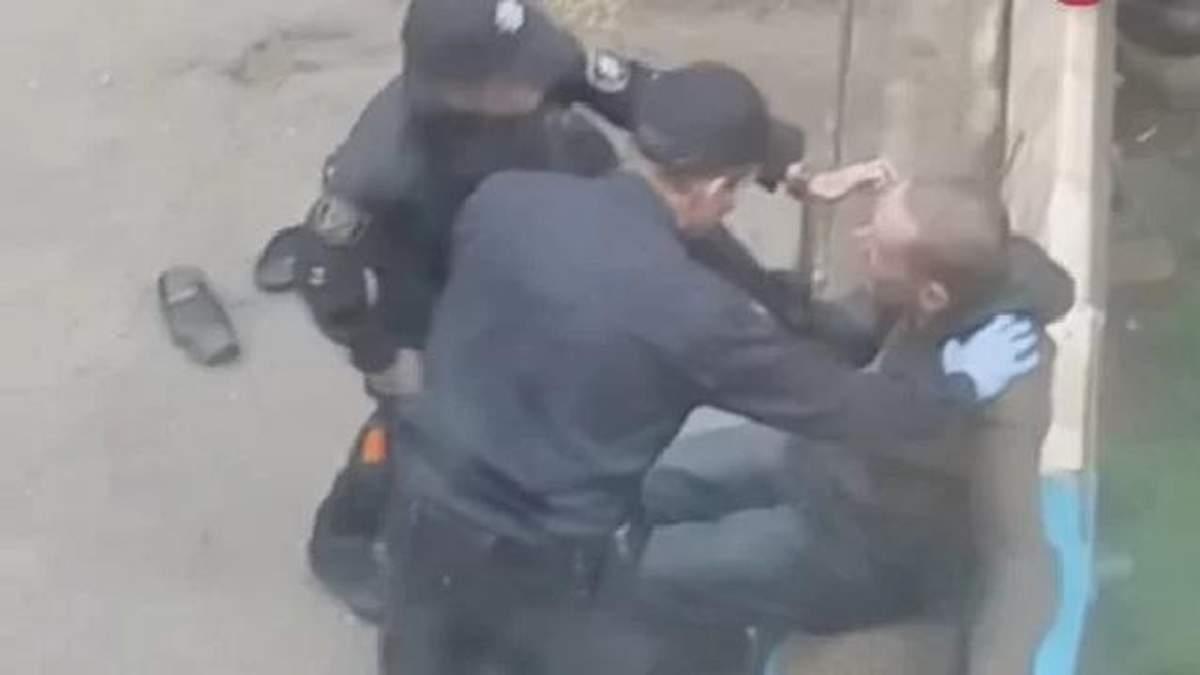 Звільнено правоохоронців, які жорстоко знущались над безхатьком