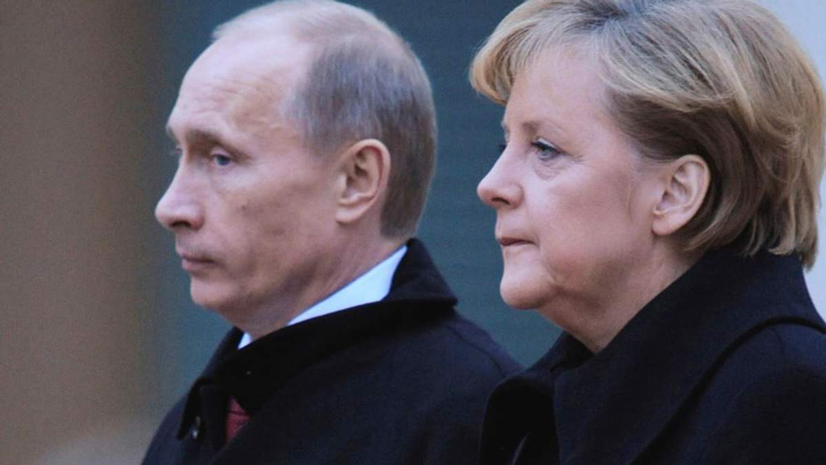 Порошенко говорив з Меркель про її поїздку до Росії