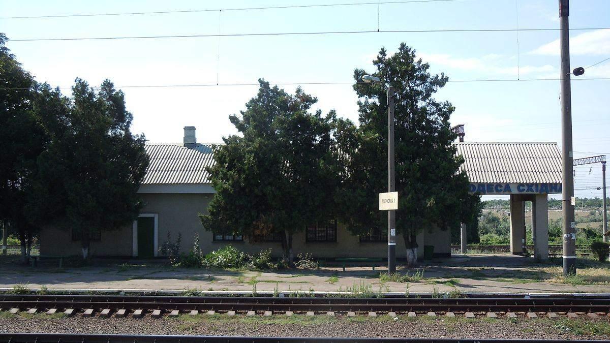 В Одесі хлопець хотів сфотографуватися на даху потяга та отримав ураження струмом