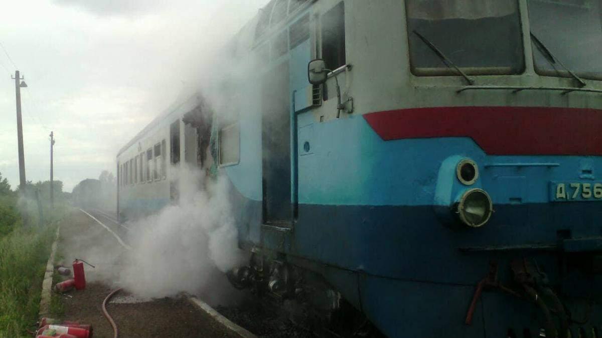 На Закарпатті загорілась електричка з пасажирами