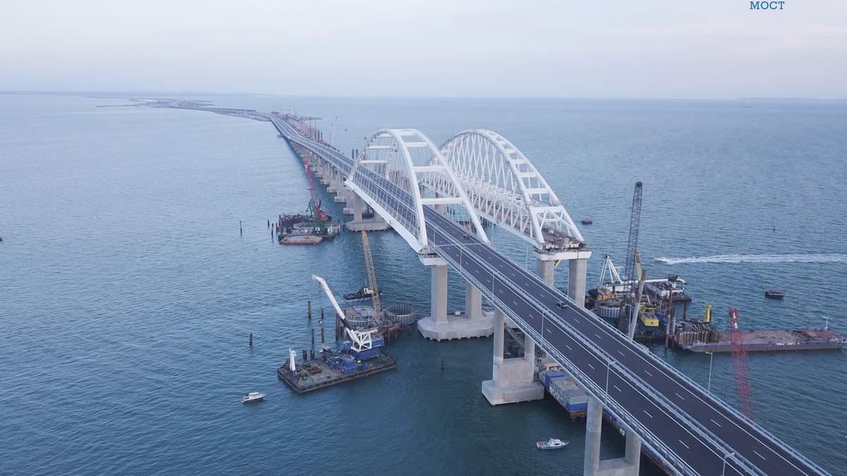 Российский эксперт объяснил, почему Крымский мост проседает и трескается