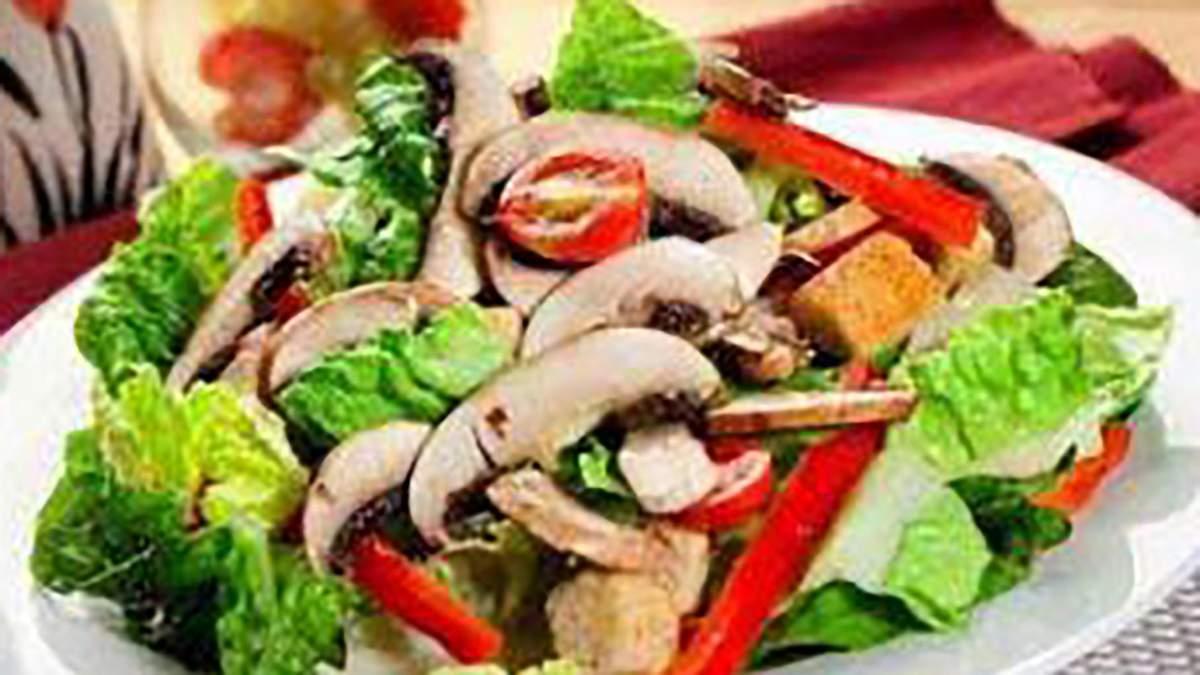 Овочевий салат зі смаженими грибами