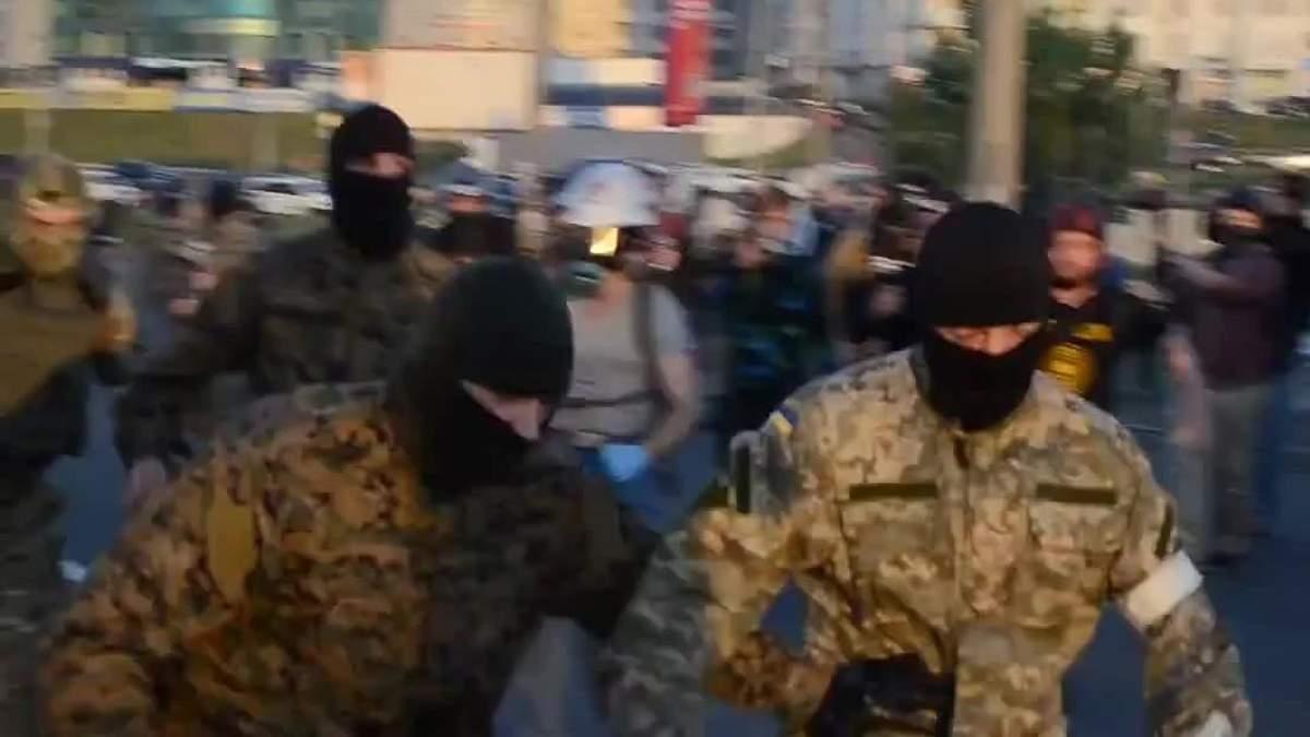 Молодчики в камуфляже и с оружием пытались захватить госпредприятие на Житомирщине