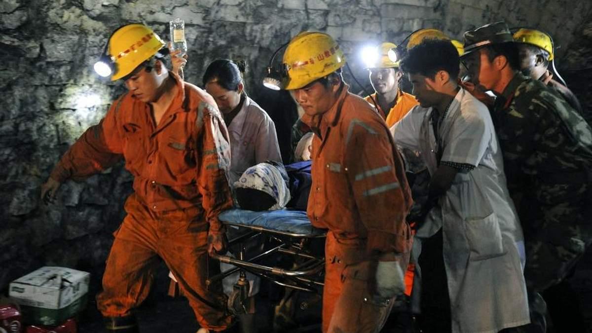 Вибух на шахті у Китаї: 11 осіб загинуло, ще 25 – заблоковані під землею