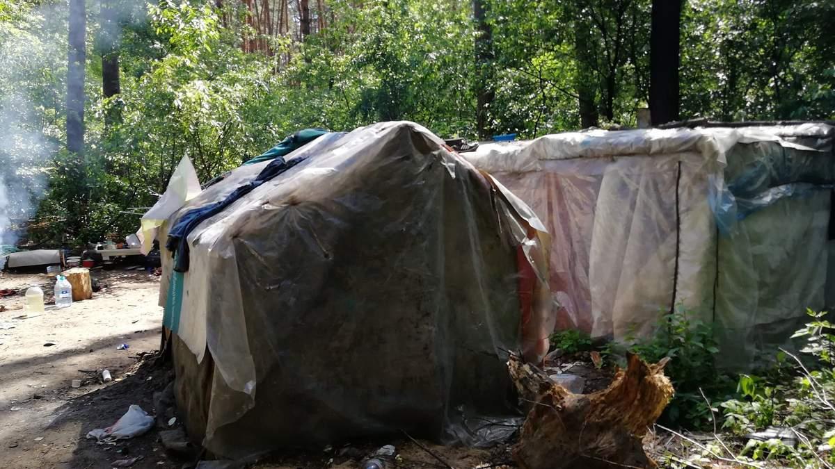 В Киеве табор ромов захватил городской парк: фото с места событий