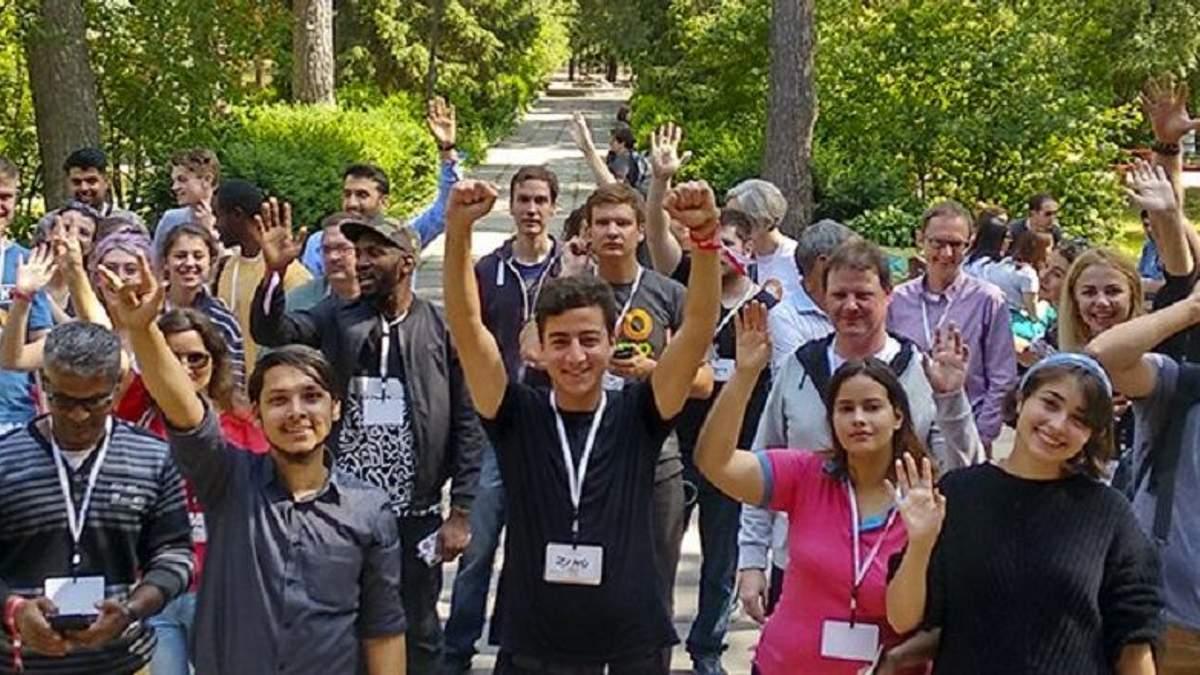"""Волонтери  """"просуватимуть"""" Україну як популярне місце для подорожей"""