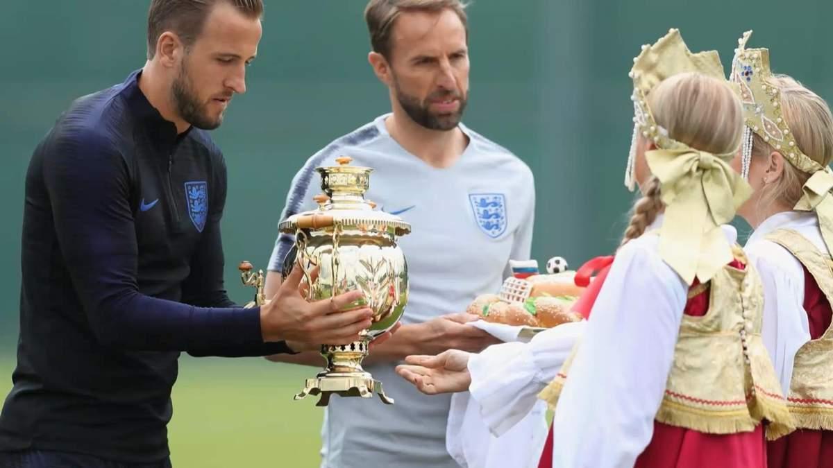Футболисты сборной Англии отказались пробовать российский каравай во время ЧМ-2018