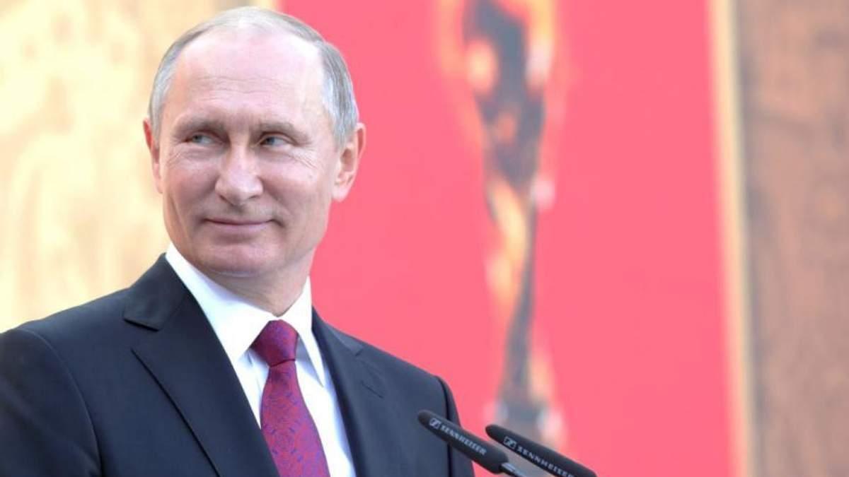 """Фото """"придавленого"""" Путіна висміяли у соцмережах"""