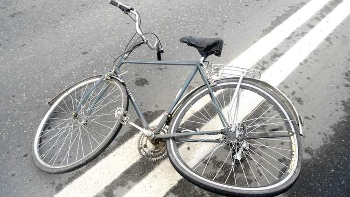 На Житомирщині сталася жахлива ДТП: водій на смерть збив велосипедиста
