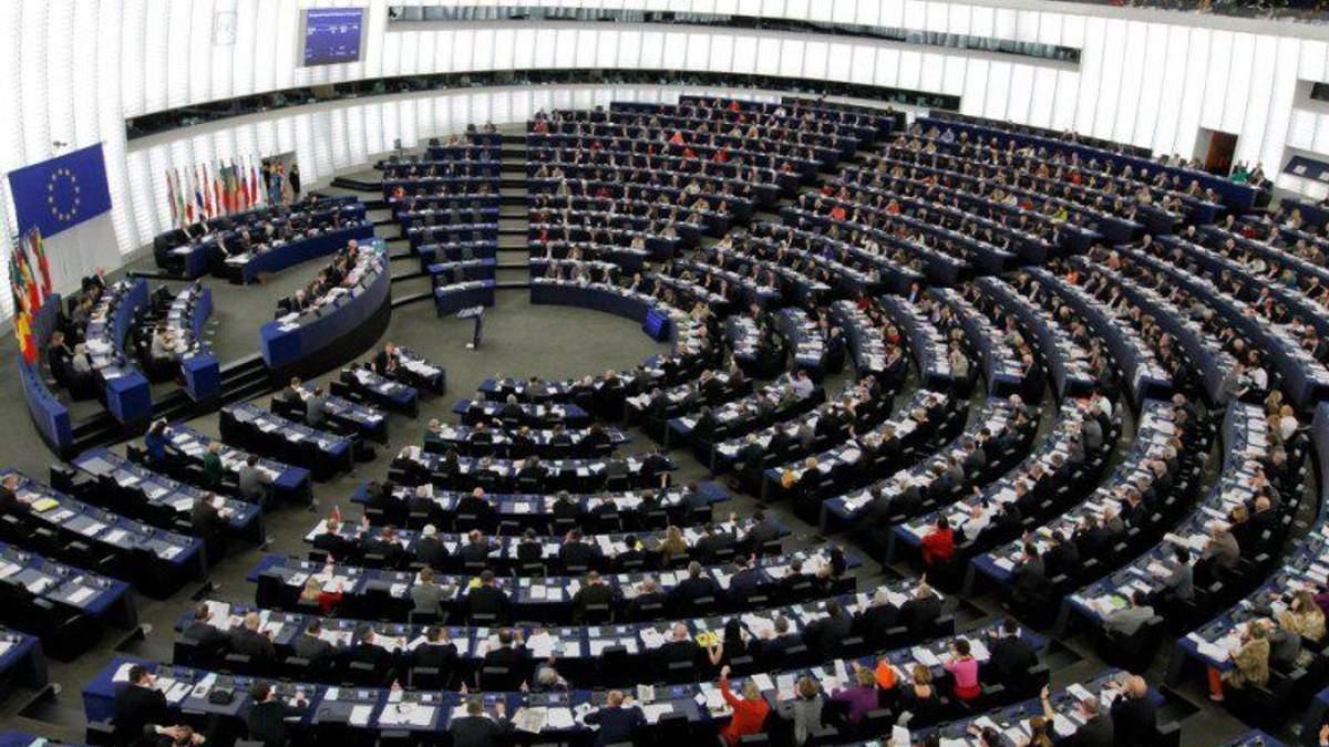 Европарламент требует немедленно освободить Сенцова