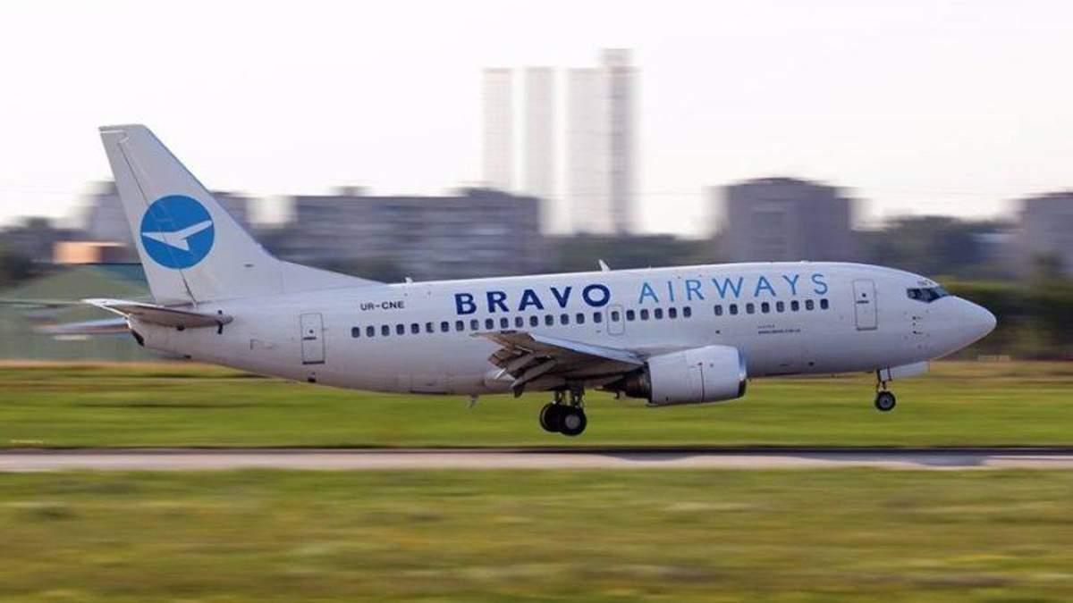В Жулянах пассажирский самолет при приземлении выкатился за полосу