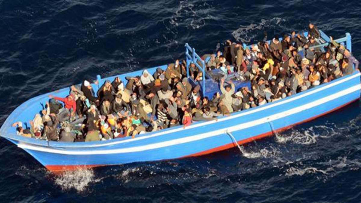 Судно с беженцами, которое застряло в Средиземном море