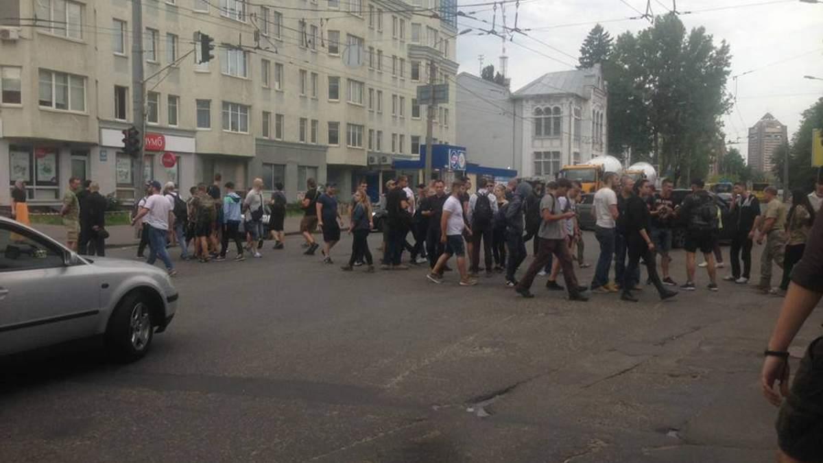 Марш рівності у Києві: праворадикали перекрили дорогу в столиці, вимагають звільнити затриманих