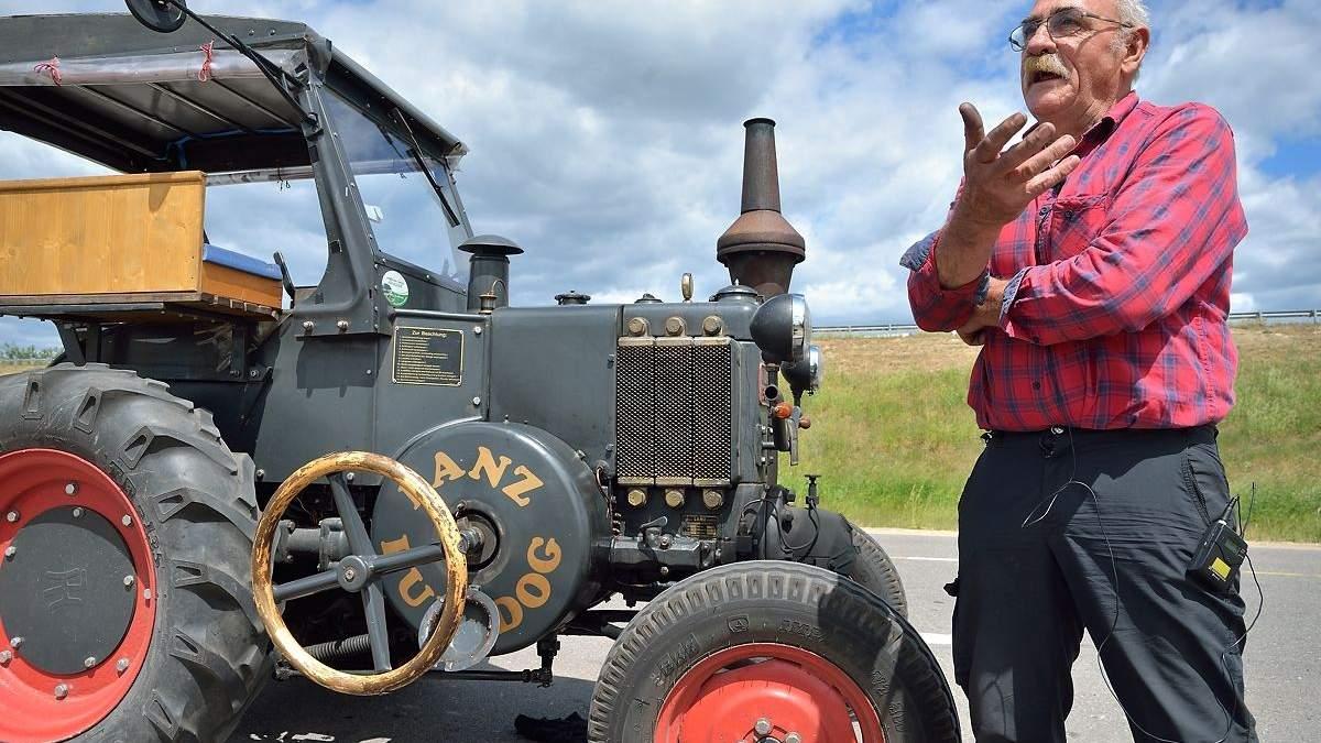 70-річний німецьк приїхав на ЧС-2018 на тракторі