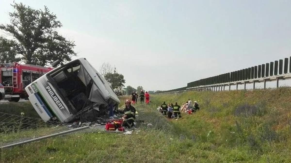 В Польше перевернулся автобус с пожилыми людьми: есть погибшие