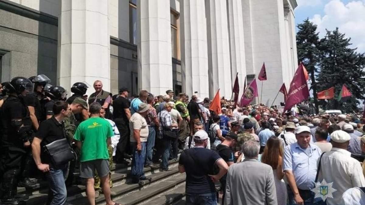 Столкновения под Радой: задержан один участник митинга