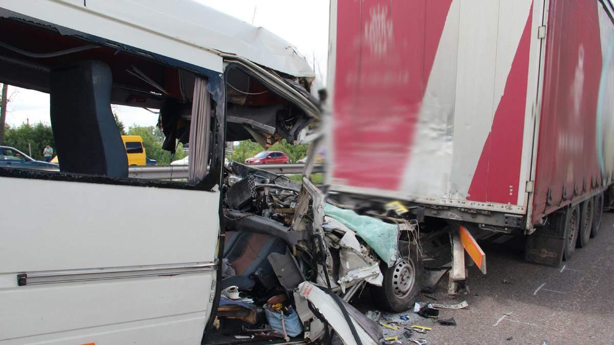 ДТП под Житомиром: погибли 10 человек