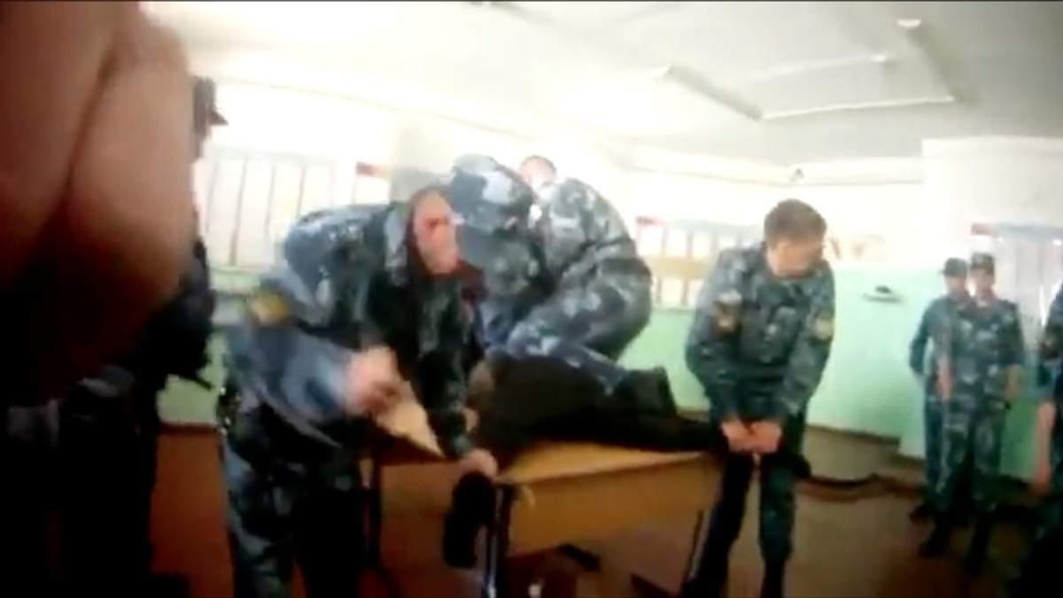 У Росії знущаються над ув'язненими співробітники колонії: оприлюднено резонасне відео