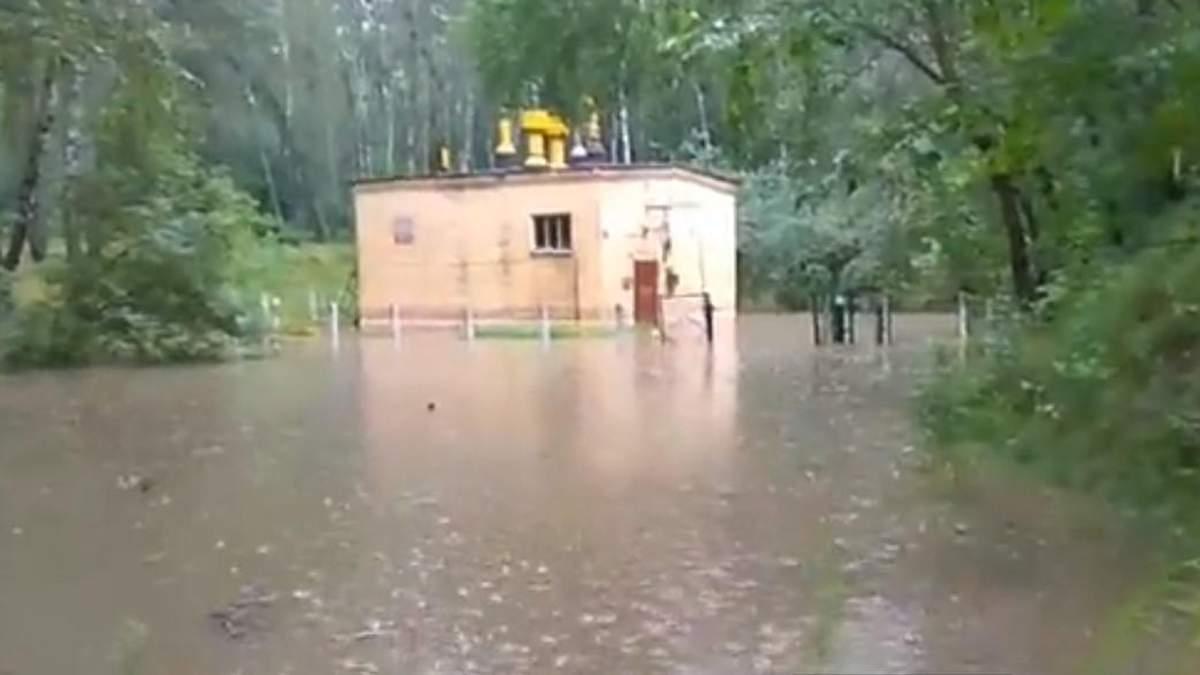 Через потужні грози у Чернігові затопило насосну станцію: без води залишилась частина міста