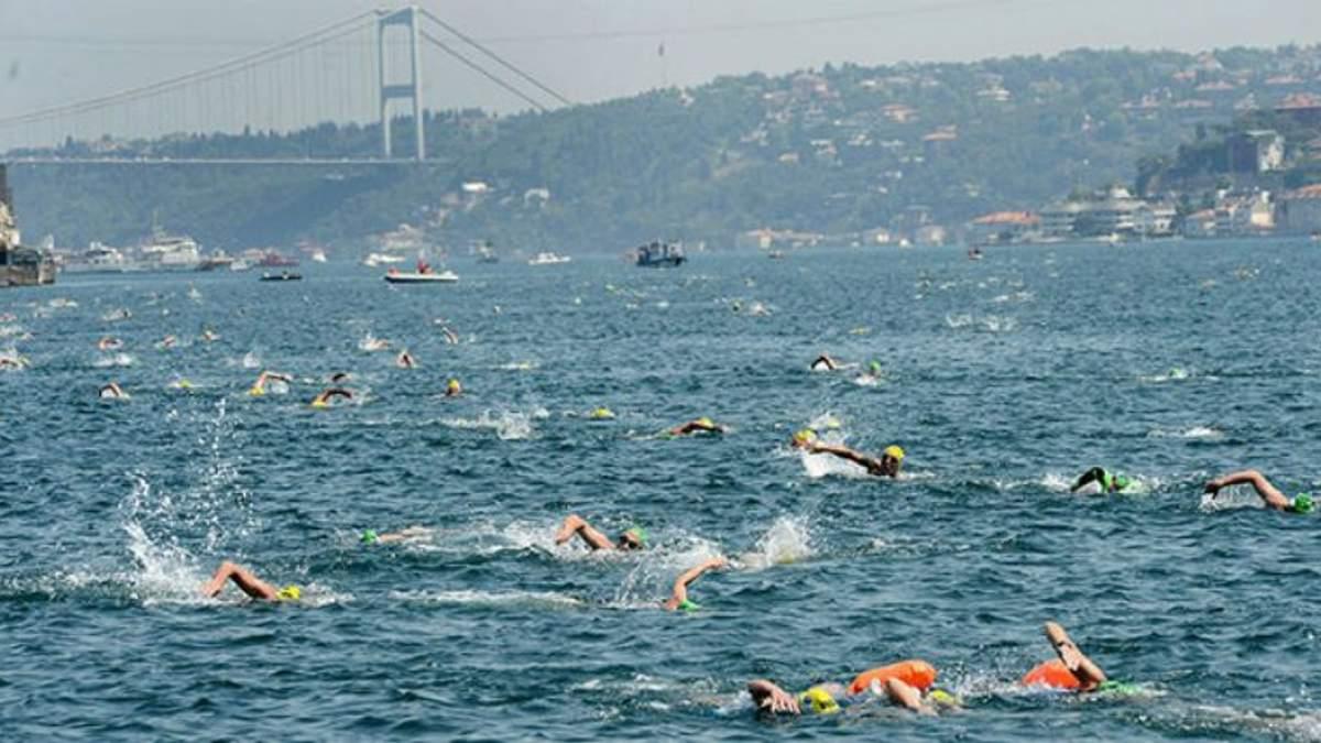 400 українців зареєструвалися в запливі через протоку Босфор, що з'єднує Азію та Європу