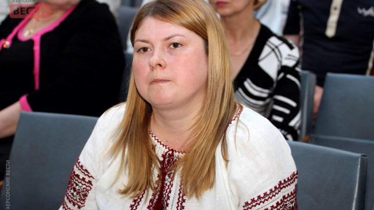 Неизвестный облил кислотой работницу Херсонского городского совета Екатерину Гандзюк