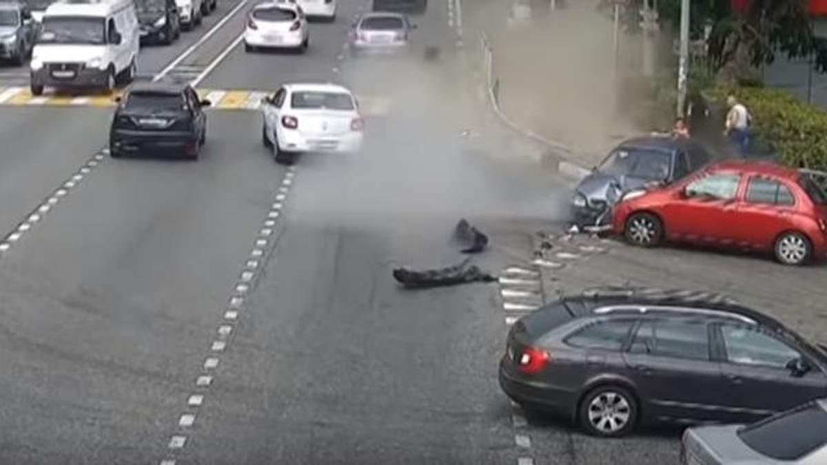 У Сочі авто влетіло у натовп пішоходів, є жертви: з'явилося відео (18+)
