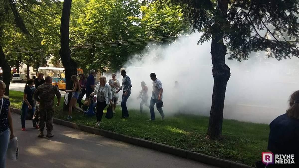 В Ровно во время движения загорелась маршрутка: фото и видео